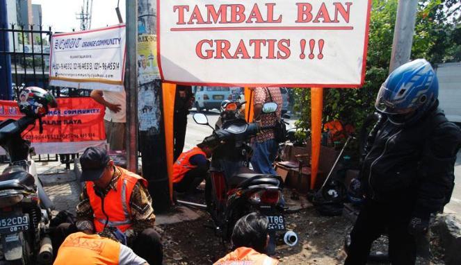 158179_tambal-ban-gratis-akibat-ranjau-paku_663_382